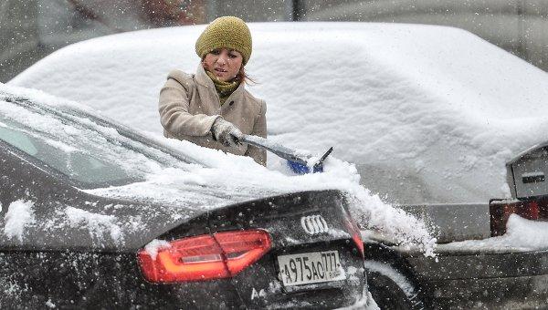 В Москве снегопад мешает движению