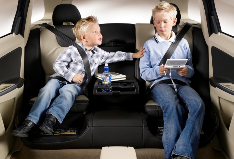 Новые автомобильные правила для родителей
