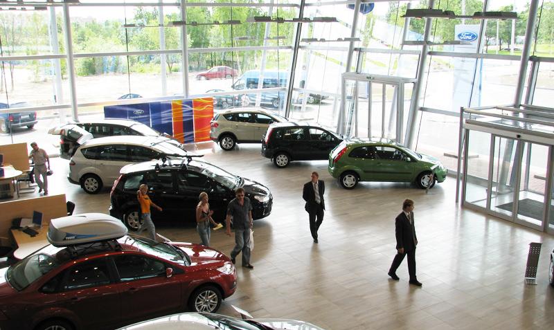 Россияне покупают автомобиль