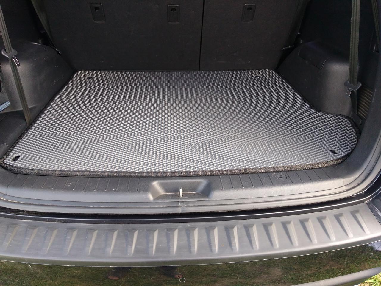 Сложно ли самостоятельно выбрать коврики в багажник Мерседес?