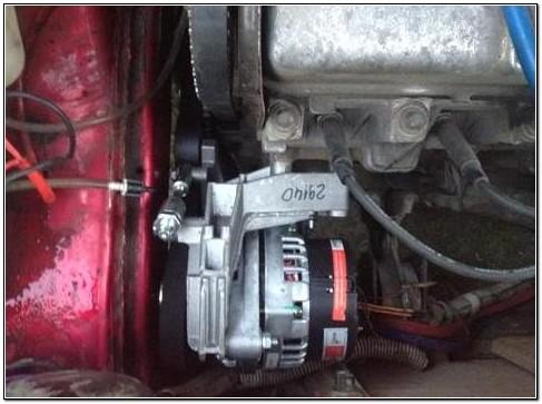 Генератор и насос гидроусилителя под капотом ВАЗ 2109