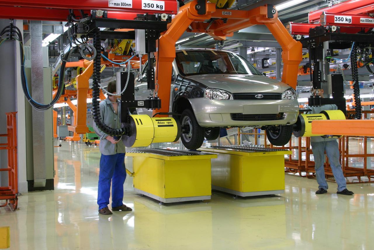 Компания АвтоВАЗ увеличит продажи в 2015 году