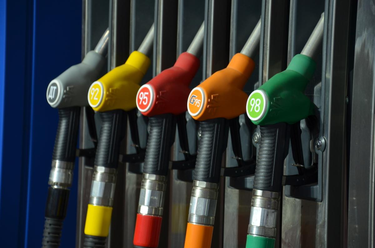 Цены на бензин упали в России