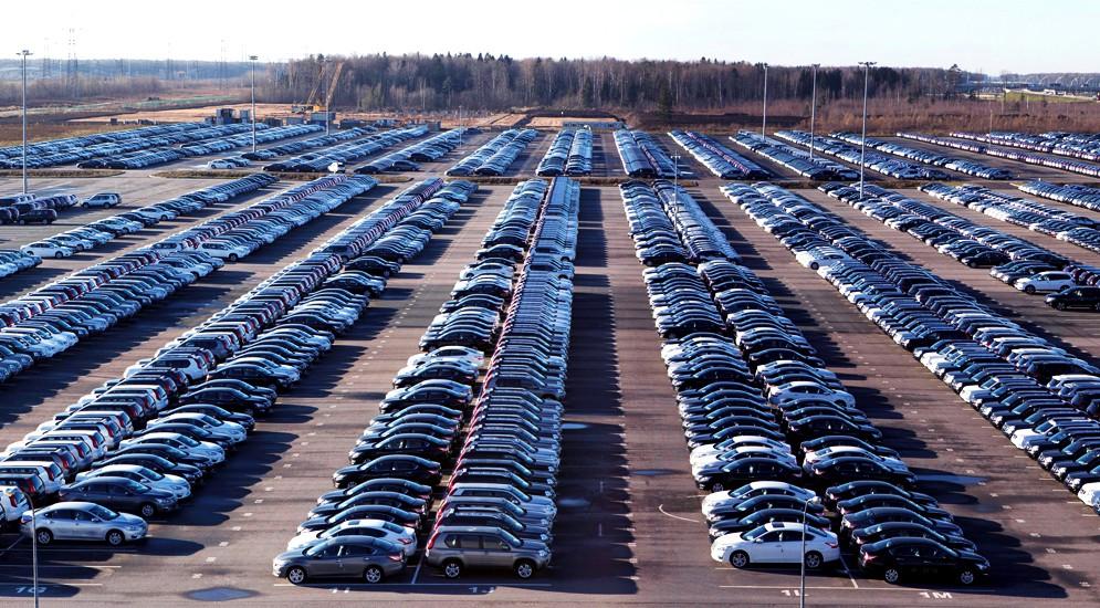 Автомобильный рынок России упал на 10%