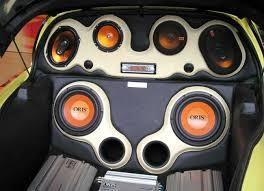 Акустическая система, установленная в автомобиле