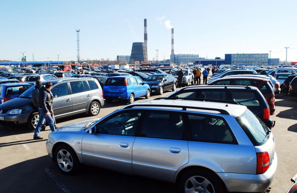 Россияне не хотят покупать новые автомобили
