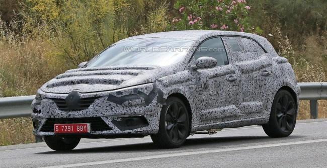 Renault Megane проходит тестовые заезды
