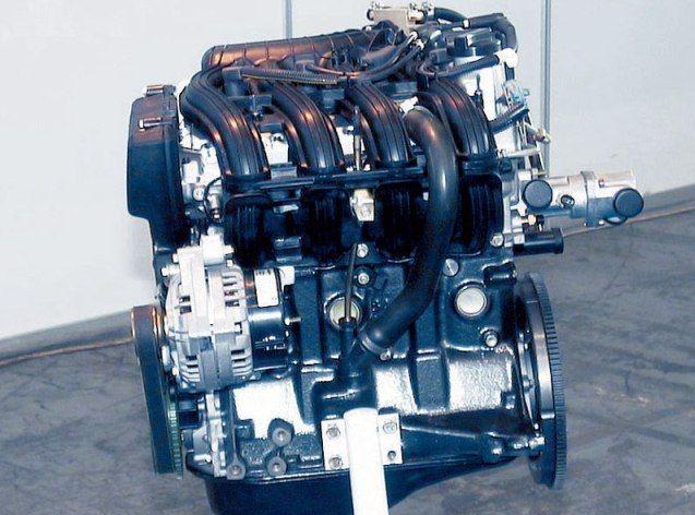 Мотор ВАЗ 21124 вид сбоку
