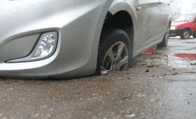 Автомобиль в яме